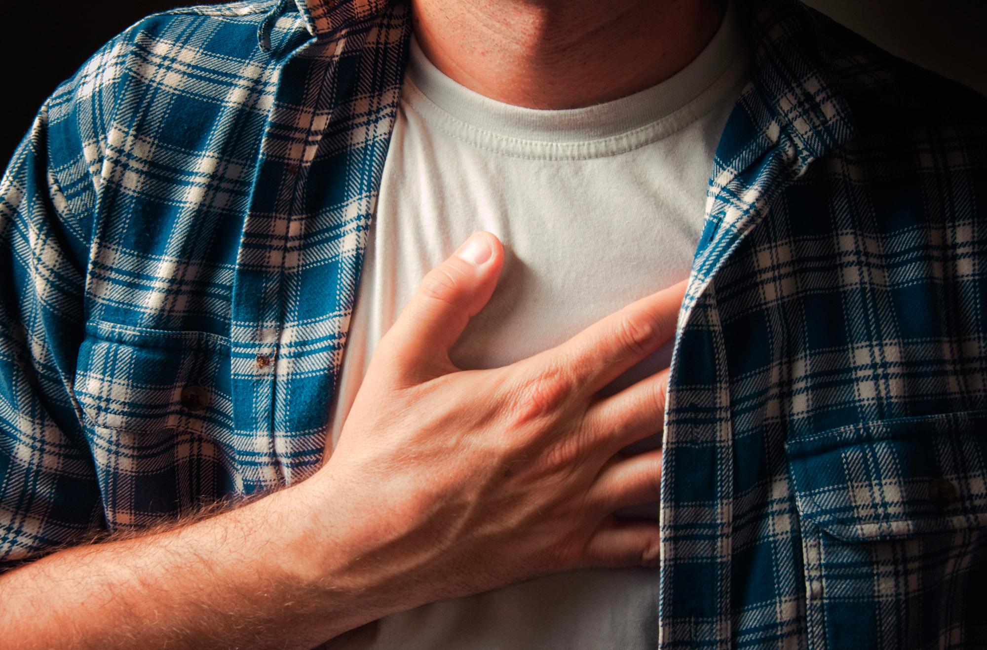 skauda dešinėje krūtinės pusėje maisto skausmas ištaisyti