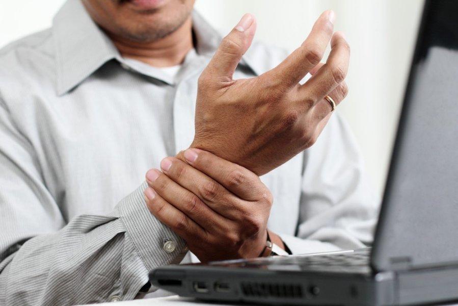 akonit su sąnarių skausmas paauglių gerklės sąnarių rankų