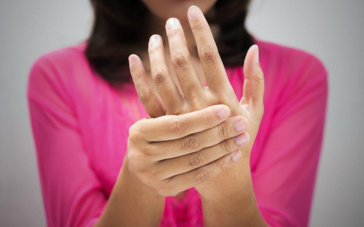 skauda pirštų sąnarius nuo to ką rankose jis iš to ką atsitinka artrozės sąnarių