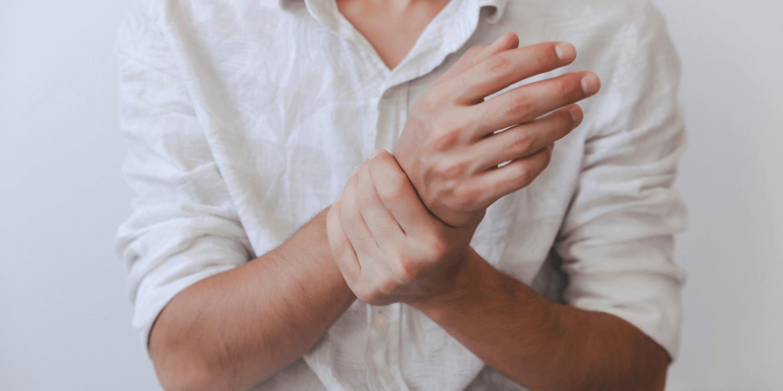 skaudančių sąnarių į lenkimo pirštais gydymas iš nuo peties sąnario ašių tarpo