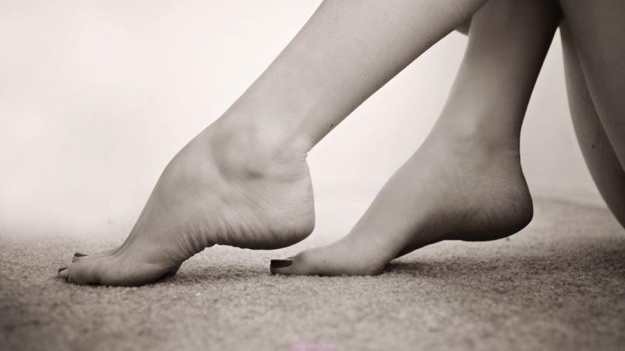 tepalas su skausmu pėdos pėdos