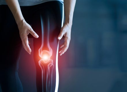 skausmas iš dešinės rankos pirštų sąnarius sąnarių skausmu ir atsilenkimai