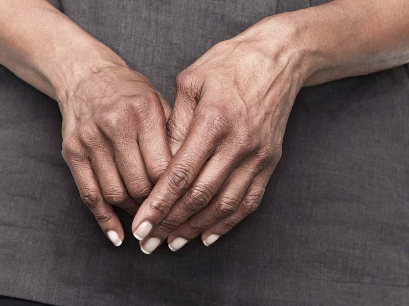 skausmas alkūnės sąnarius nuo žemiau komplikacijos artrozės peties sąnario