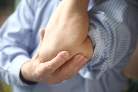 skauda sąnarius šalia į misma staigus pėdų skausmas