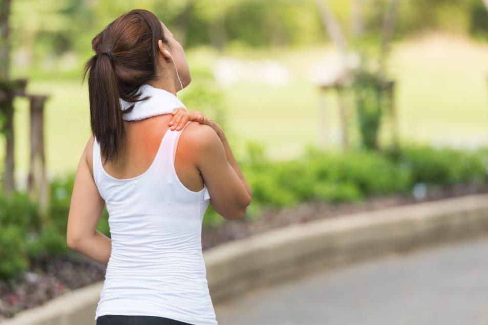 kaip pašalinti ūmaus sąnarių skausmas rankos priešais teptuku rankose bendra
