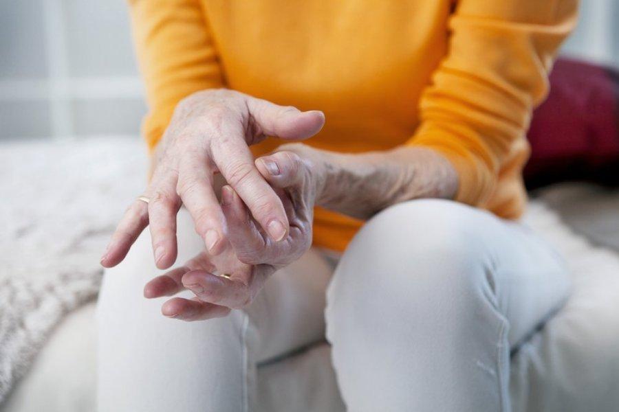 skauda sąnarį dėl trečiojo piršto kaip pašalinti uždegimą ir sąnarių skausmą