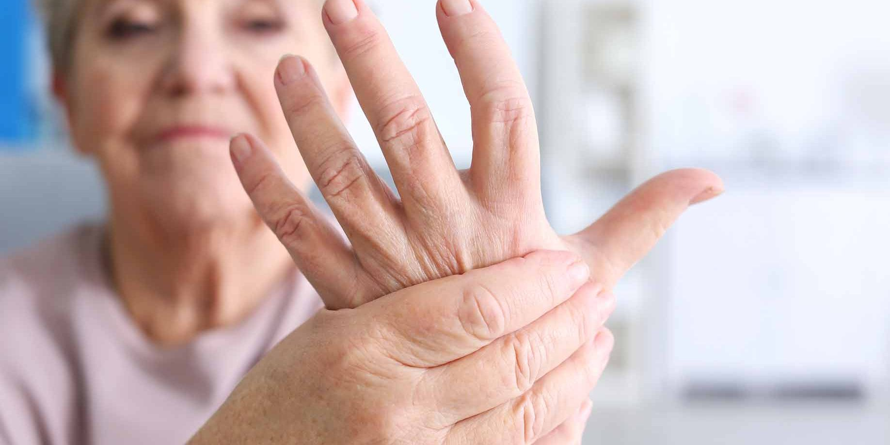 dešinioji ranka sąnarių skausmas