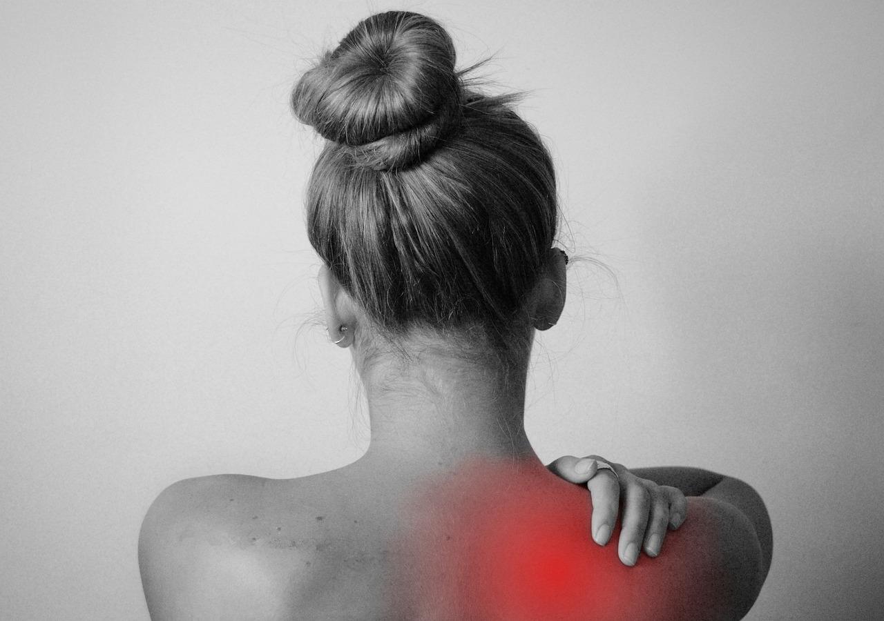 skausmas peties sąnario dešinėje gydymo tepalas reumatas sąnariai