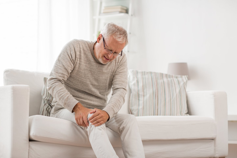 sąnarių alkūnių pakenkti kaulų priežastis